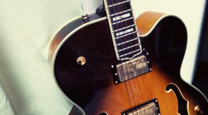 フルアコのギターもらった